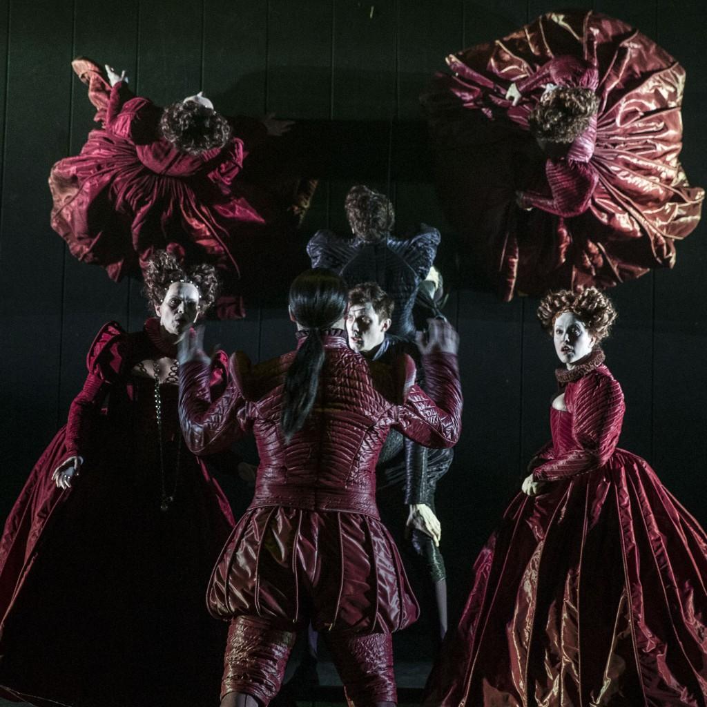 16.02.06. røde kjoler