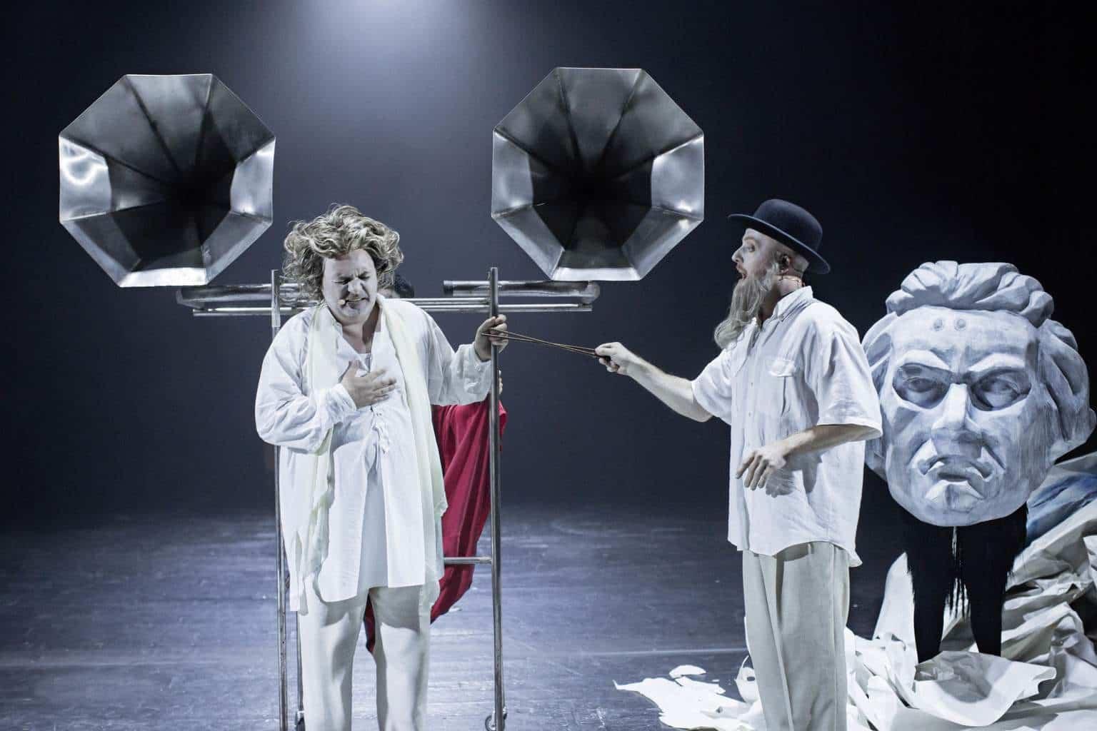 Beethoven i hvid natskjorte. Bellevue Teatret. Fotos af Isak Hoffmeyer.