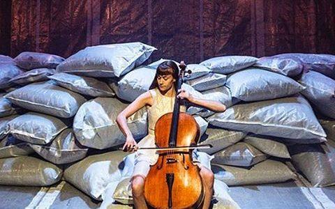 HULLET –  Von Baden på gæstespil hos Teater Grob.