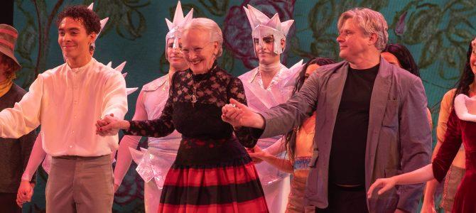 Snedronningen med Dronningen som scenograf – i Tivoli.