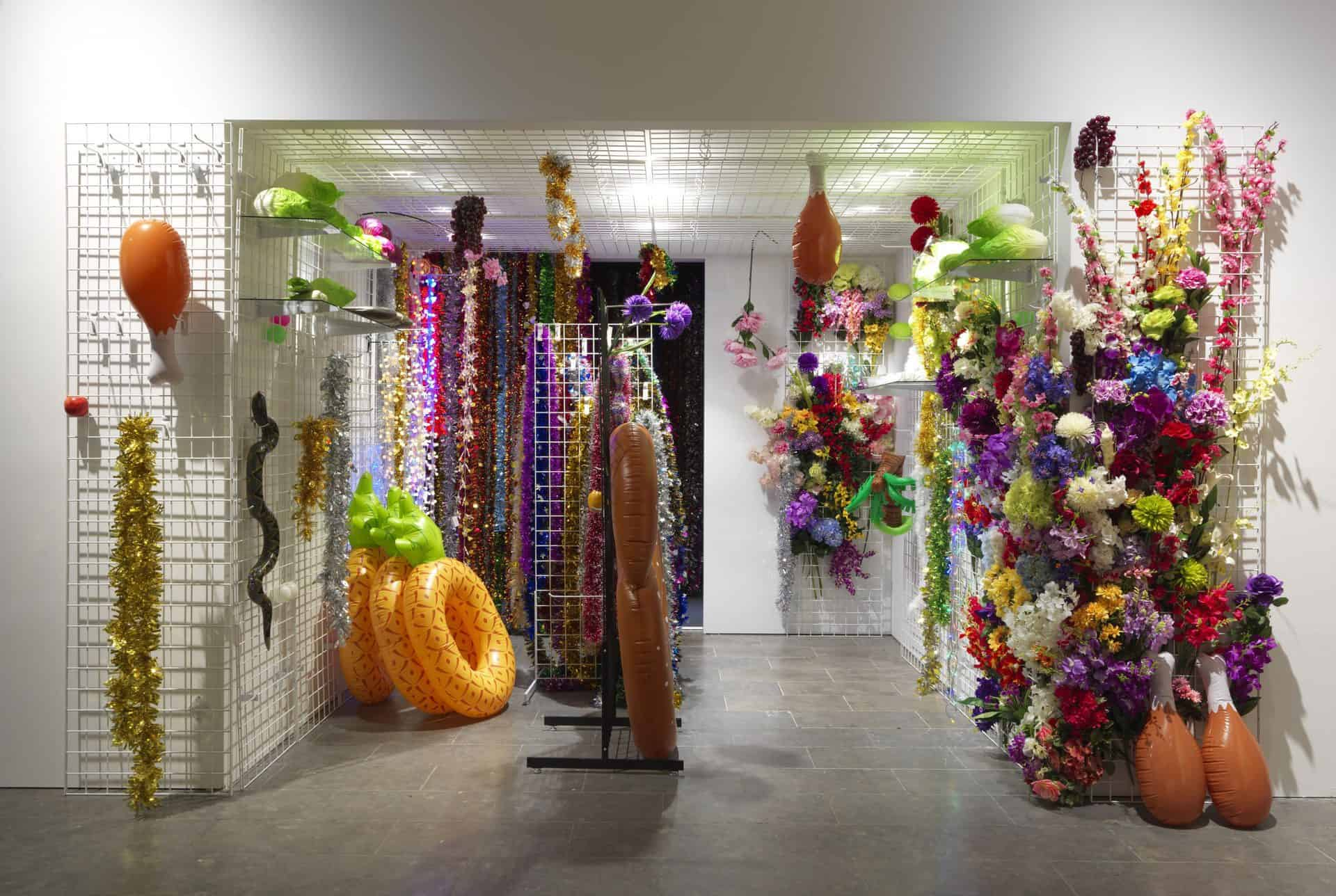 Mika Rottenberg: Endnu en interessant, kvindelig kunstner på Louisiana.